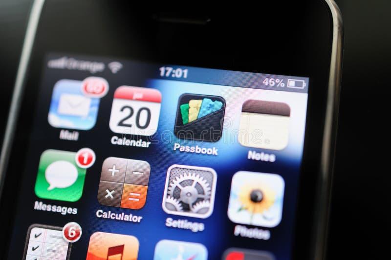 Smartphone d'IPhone 2g premier à partir des ordinateurs Apple avec courir l'APP photographie stock libre de droits