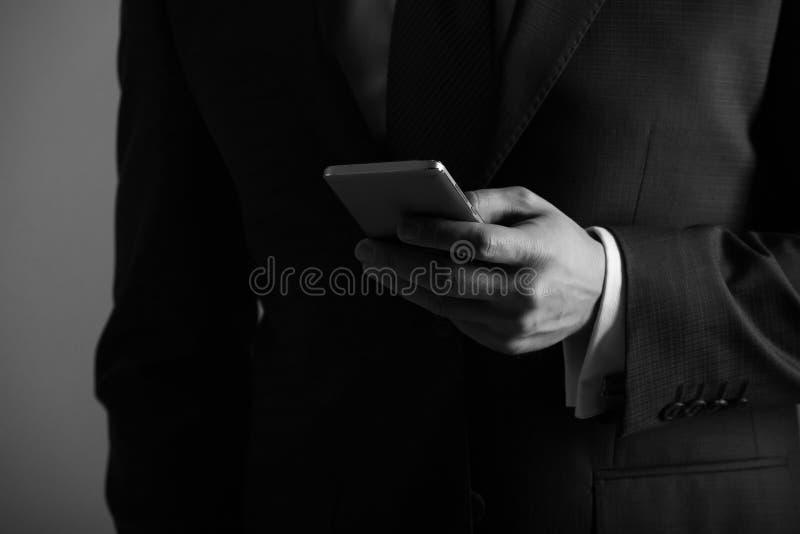 Smartphone da terra arrendada da mão imagens de stock