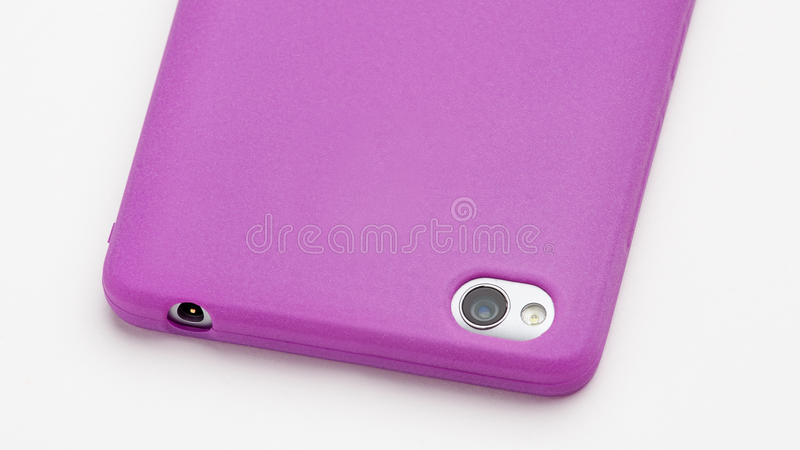 Smartphone dans la couverture pourpre de silicone photo libre de droits