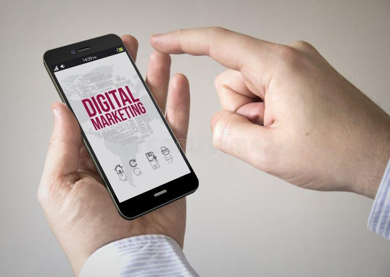 Smartphone de la pantalla táctil con el márketing digital en la pantalla fotografía de archivo