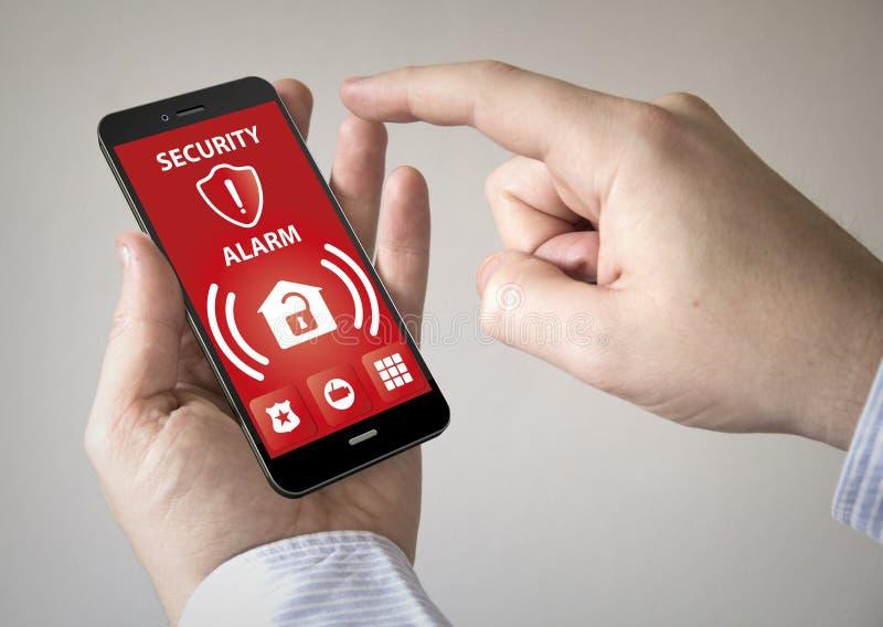 Smartphone de la pantalla táctil con la alarma de la seguridad en la pantalla foto de archivo libre de regalías