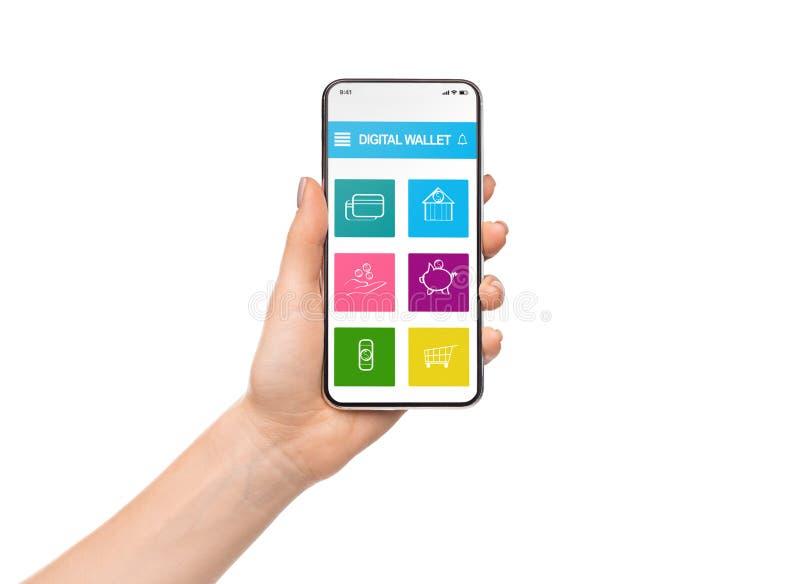 Smartphone de la tenencia de la mujer con el uso digital de la cartera imagen de archivo libre de regalías