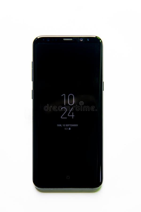 Smartphone della galassia S8 di Samsung con l'esposizione di infinito fotografie stock libere da diritti