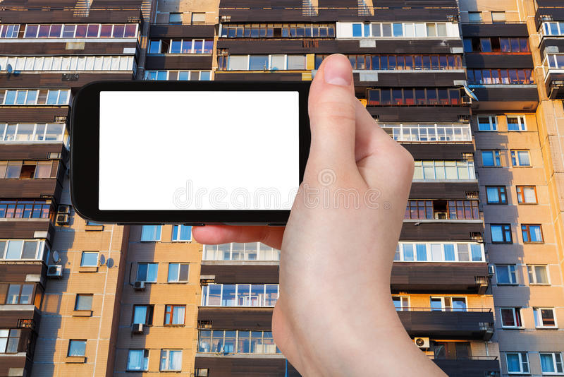 Smartphone i fasada na mieszkanie domu obrazy royalty free