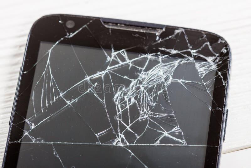 Smartphone móvel com tela quebrada fotografia de stock