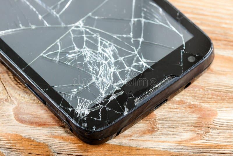 Smartphone móvel com tela quebrada fotos de stock
