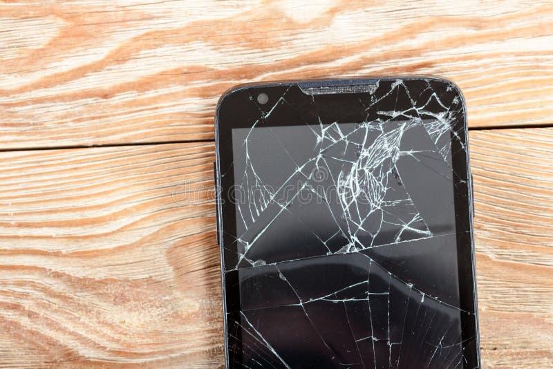 Smartphone móvel com tela quebrada fotografia de stock royalty free