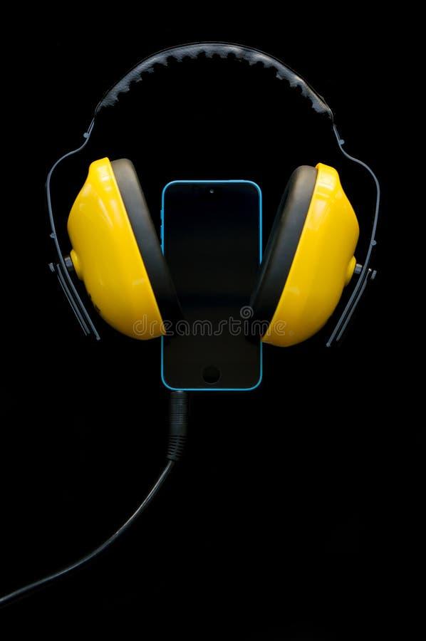Smartphone met hoofdtelefoonshefboom royalty-vrije stock foto's