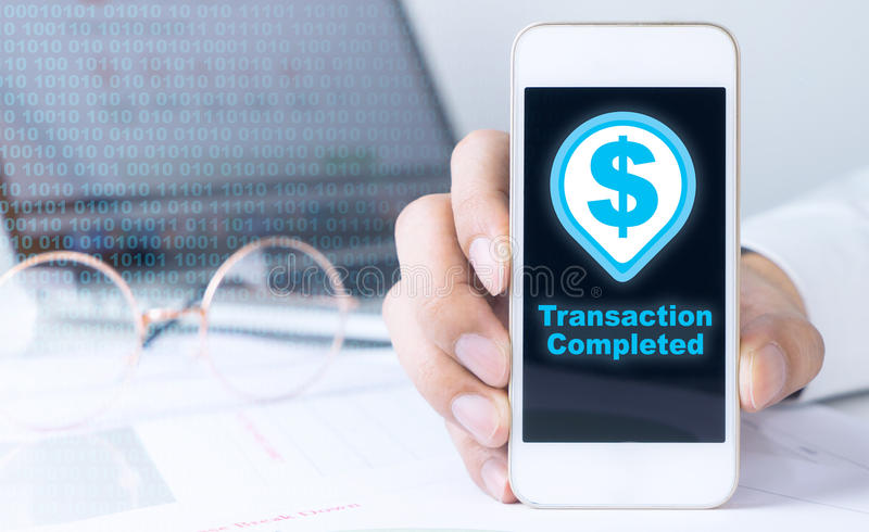 Smartphone met transactie volledig pictogram stock foto