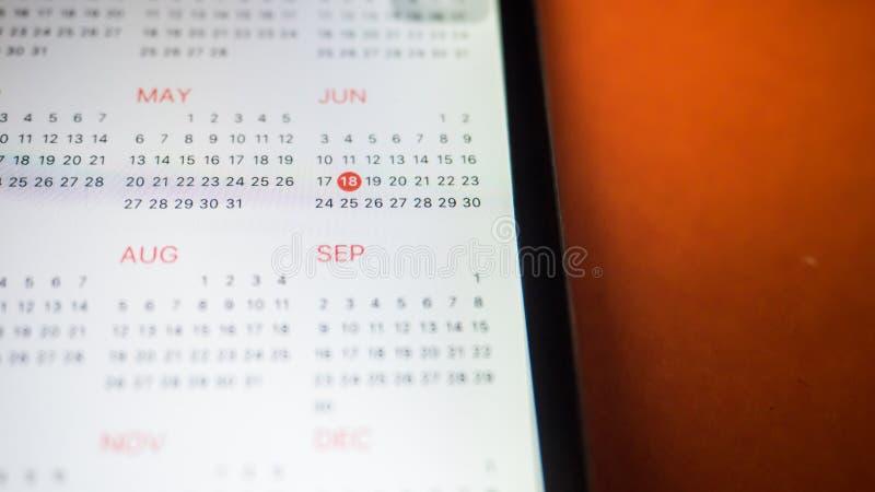 Smartphone mit einem Kalender Abschluss oben lizenzfreies stockfoto