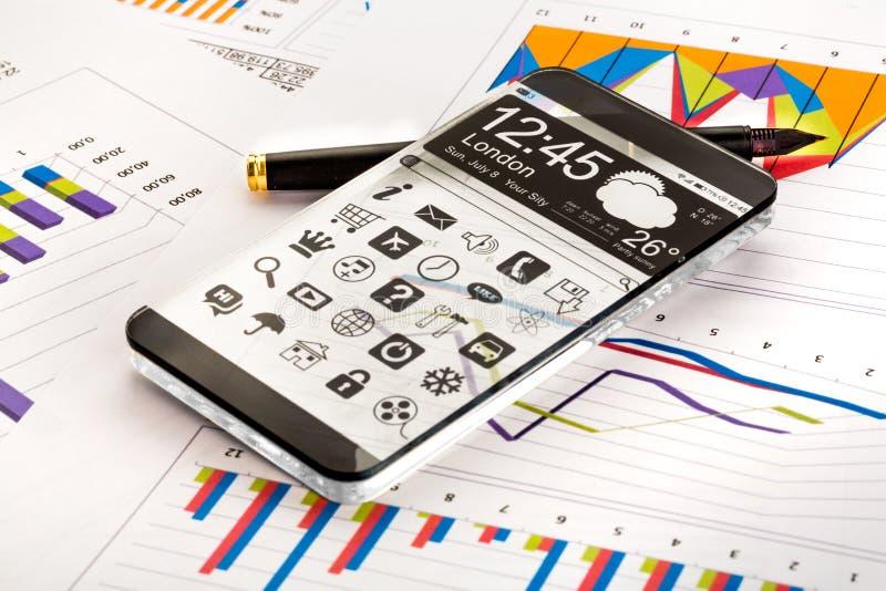Smartphone mit einer transparenten Anzeige. lizenzfreie stockfotografie