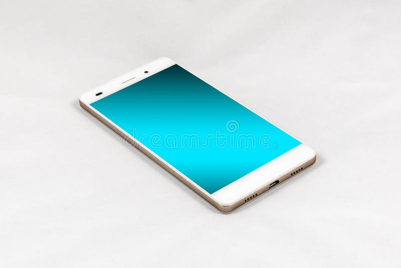 Smartphone moderno con la pantalla azul en blanco, aislada en la parte posterior del blanco imagen de archivo