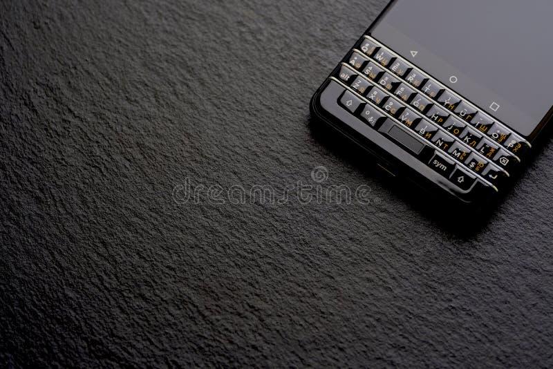 Smartphone noir d'affaires, schiste photographie stock