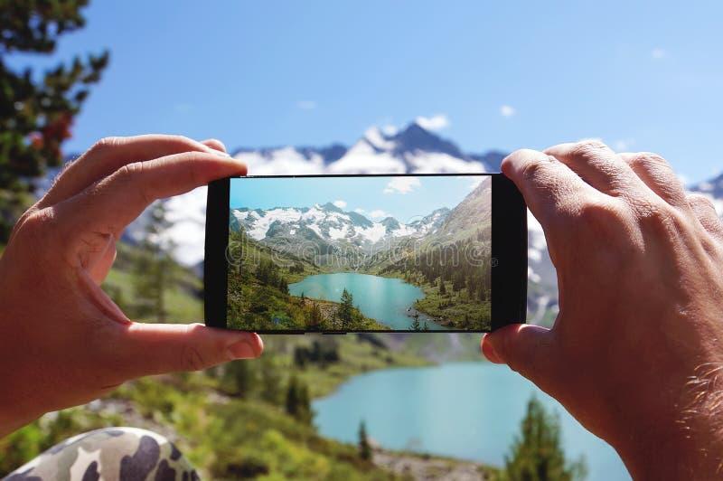Smartphone que toma a foto fotos de stock royalty free