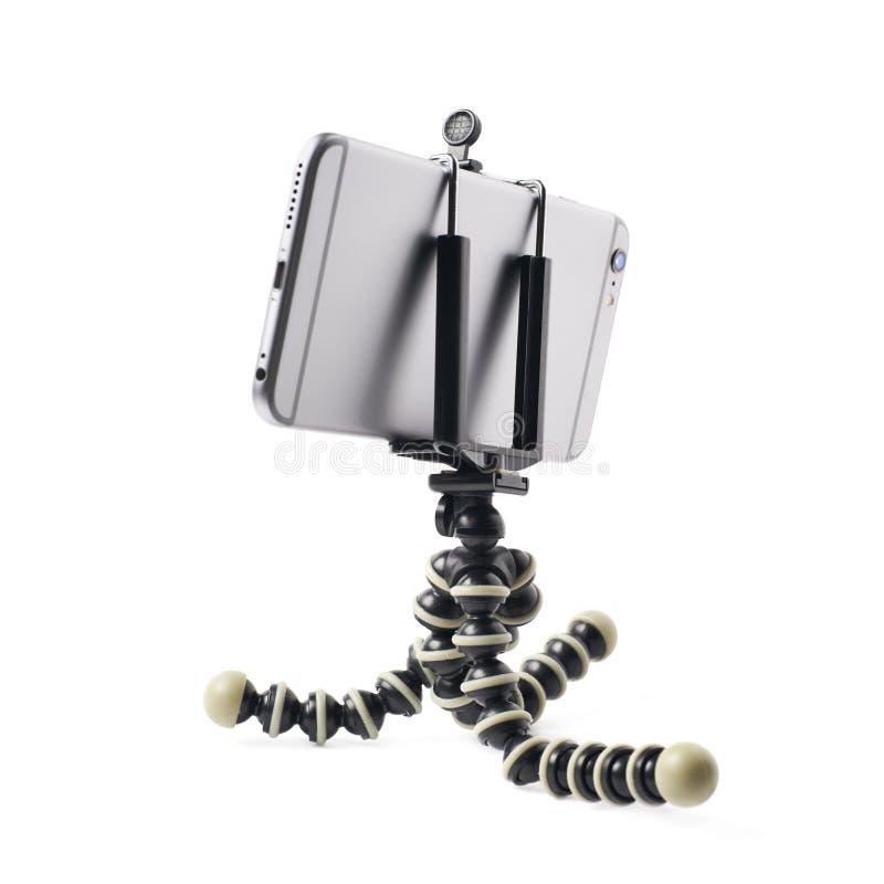Smartphone su un treppiede isolato fotografia stock libera da diritti
