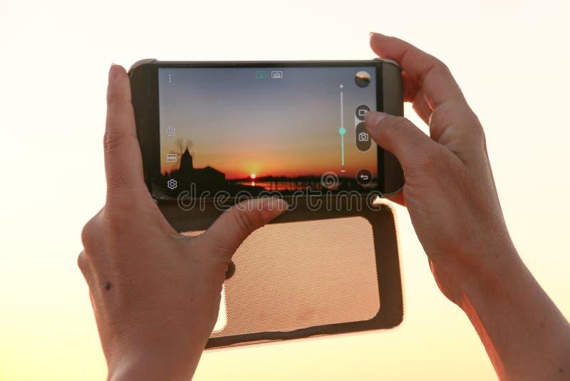 Smartphone szczegółu fotografii zmierzch Sicily Italy obraz stock