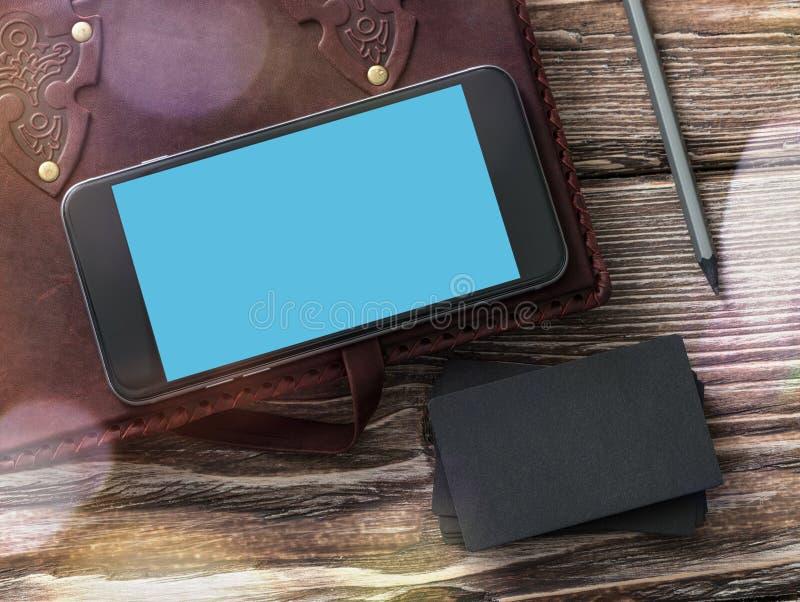 Smartphone und Bkartenmodell stockfotografie
