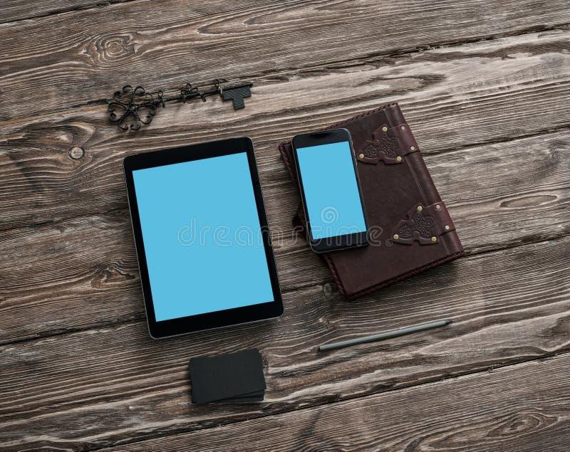 Smartphone und Tablettenmodell lizenzfreie stockfotografie