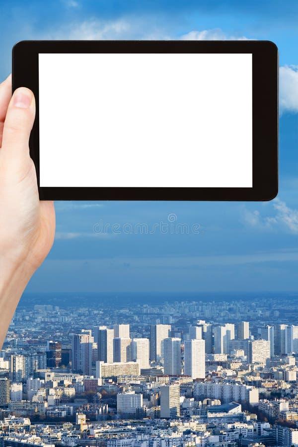Smartphone z cięcia out ekranem i miastowym krajobrazem zdjęcie stock