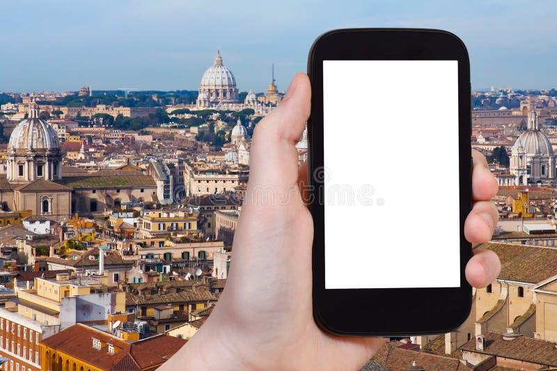 Smartphone z cięcia out ekranem i Rzym pejzażem miejskim obrazy royalty free