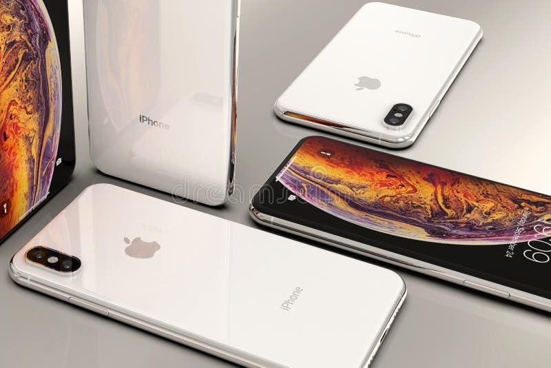 Smartphones argentés d'IPhone XS, disposés en composition en mosaïque image libre de droits