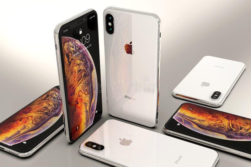 Smartphones argentés d'IPhone XS, disposés en composition en mosaïque photo stock