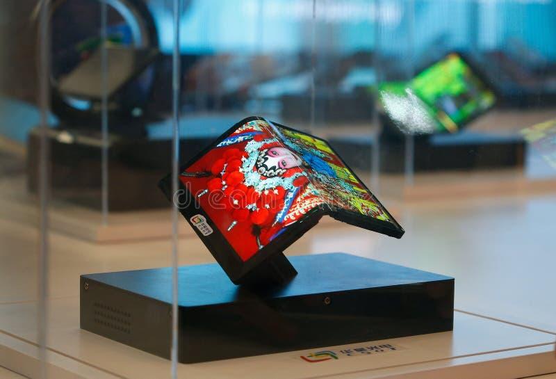 Smartphones pieghevoli di CSOT da LTC indicato al Mobile World Congress 2019 a Barcellona immagini stock