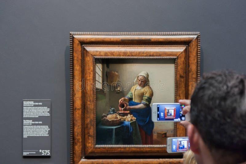 Smartphonographers i Rijksmuseumen royaltyfri bild