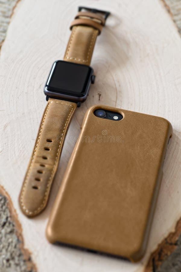 Smartwatch i smartphone obraz royalty free