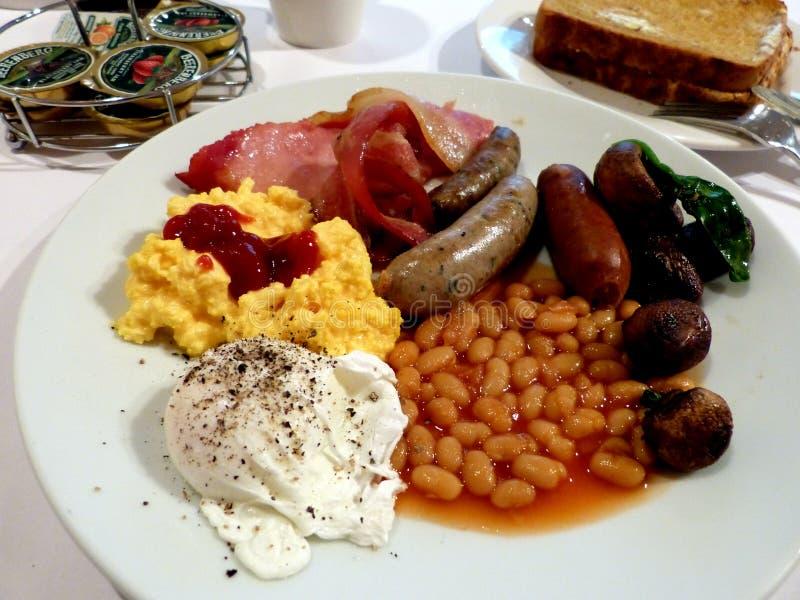Smaskig full engelsk frukost i Australien royaltyfria foton