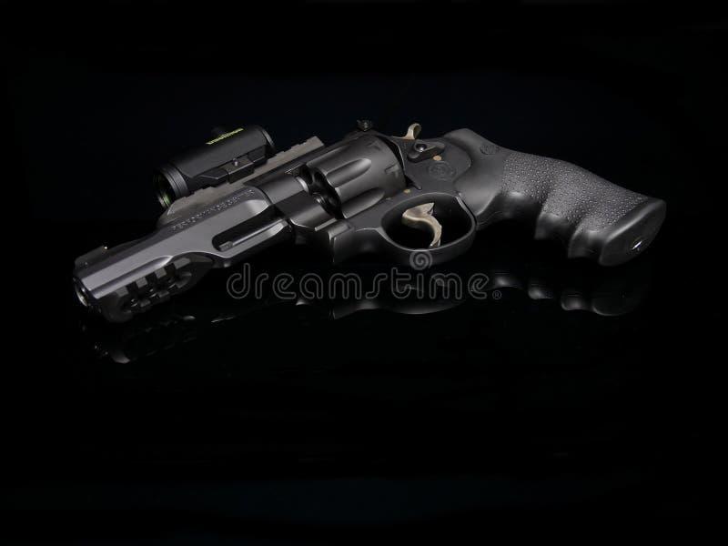 Smed och Wesson revolver arkivfoton