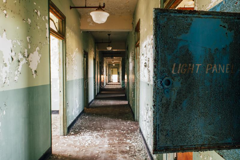 Smerige Lichte Comité Doos - Verlaten Indiana Army Ammunition Depot - Indiana stock fotografie