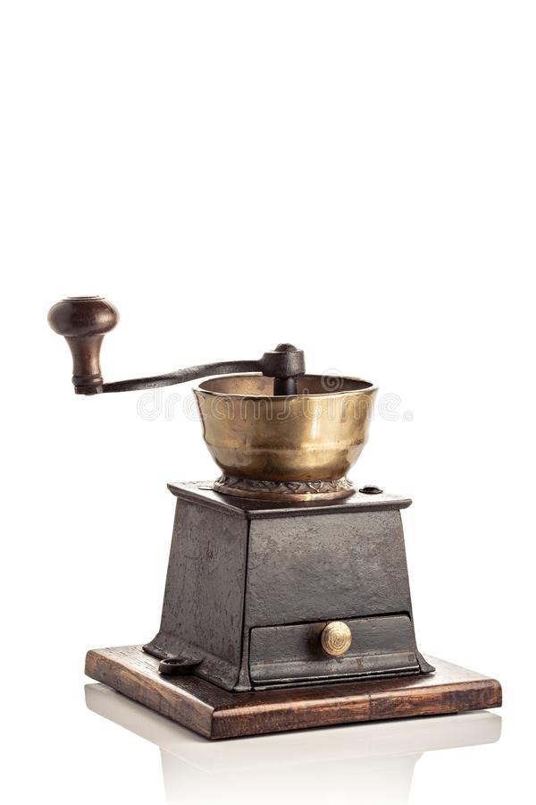 Smerigliatrice di caff? antica isolata su priorit? bassa bianca fotografia stock libera da diritti