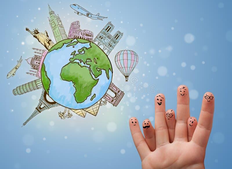 Smiley alegres do dedo com os marcos famosos do globo foto de stock royalty free