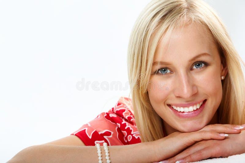 Smiley blond stockfotografie