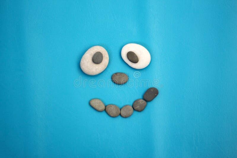 Smiley de piedras del mar fotos de archivo