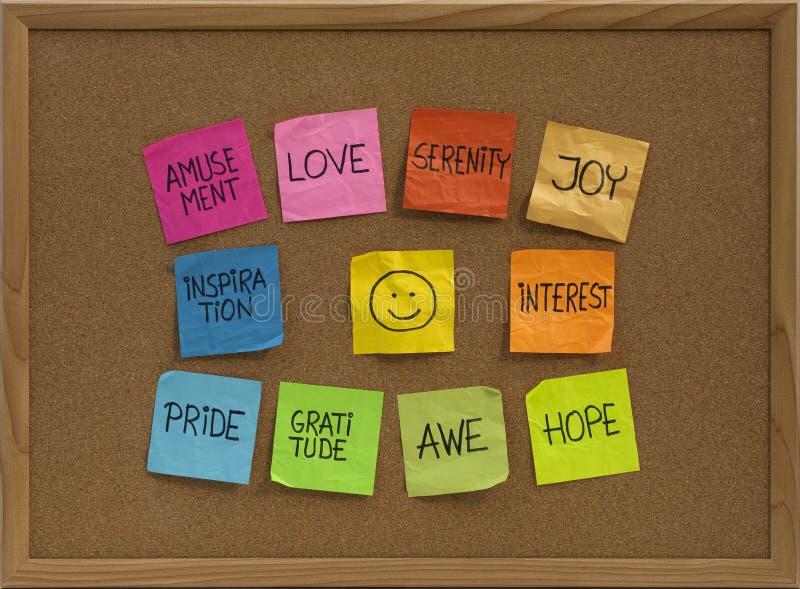 Smiley e dieci emozioni positive sull'albo immagine stock libera da diritti