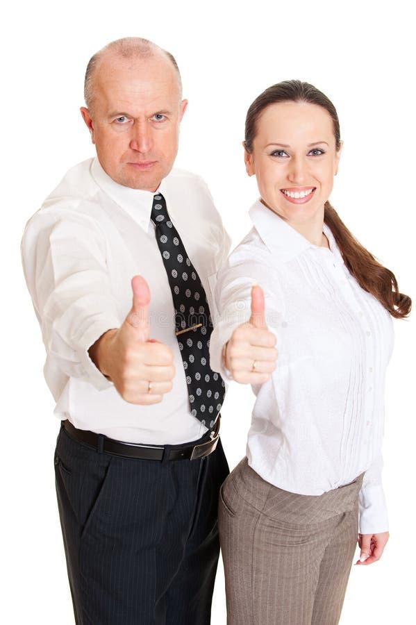 Smiley-Geschäftsleute, die Daumen zeigen lizenzfreie stockfotografie