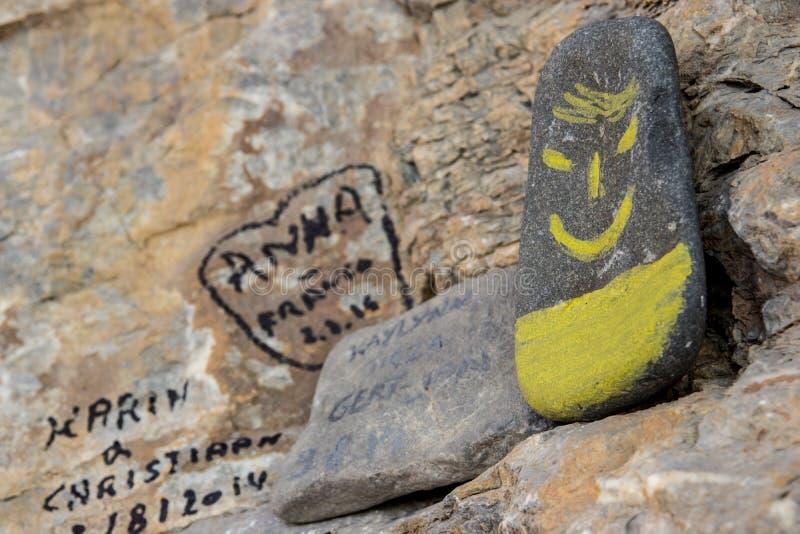 Smiley op de steen stock afbeelding