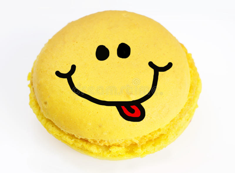 Smiley sur le macaron jaune photographie stock