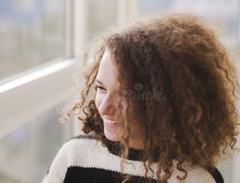 Smiley Teen Girl lizenzfreie stockbilder