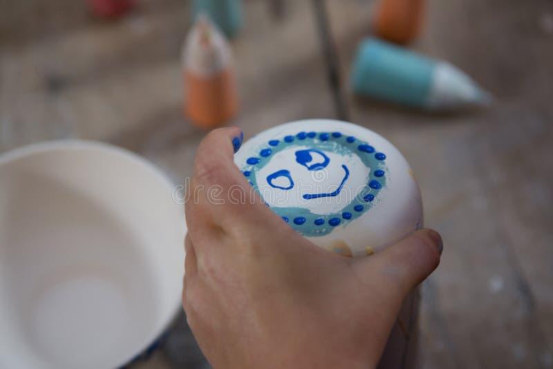 Smiley twarz na kubku zdjęcia stock