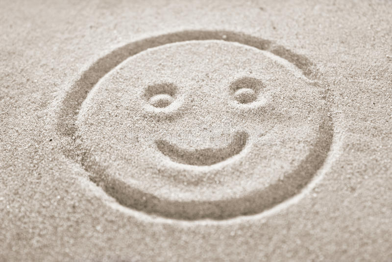 Smiley twarz w piasku fotografia royalty free
