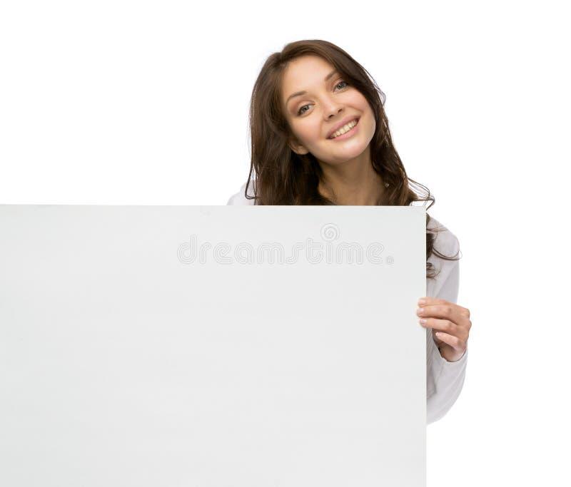 Smileyfrau, die copyspace hält lizenzfreies stockbild