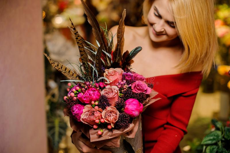 Smiling blonde woman with a beautiful and bright bouquet of flowers for the Valentine s day royalty free stock images
