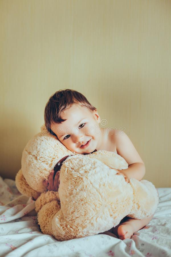 Free Smiling Kid With Teddy Bear Royalty Free Stock Photography - 103760997