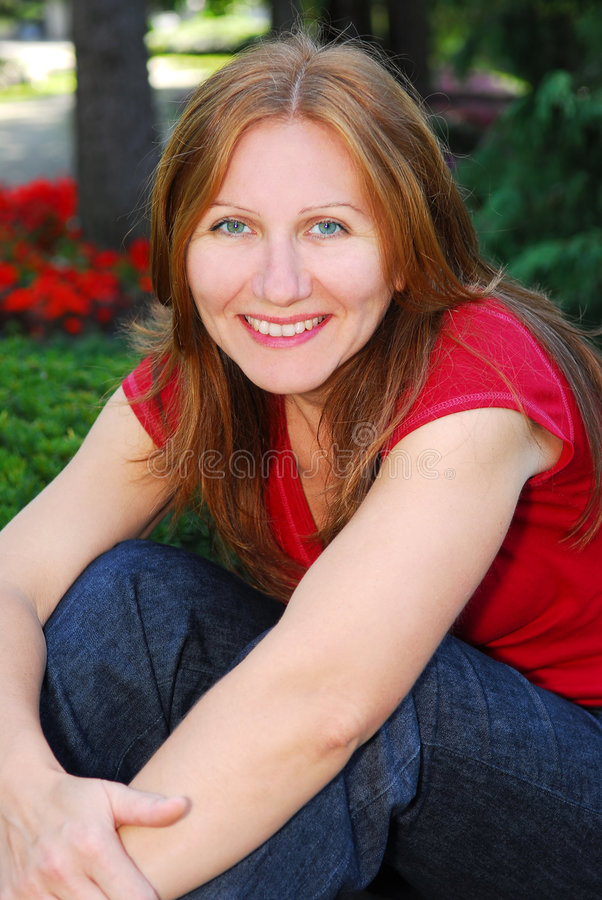 smiling woman στοκ φωτογραφία με δικαίωμα ελεύθερης χρήσης