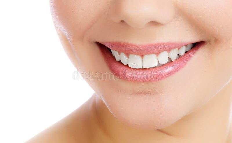 smiling woman young στοκ εικόνα με δικαίωμα ελεύθερης χρήσης