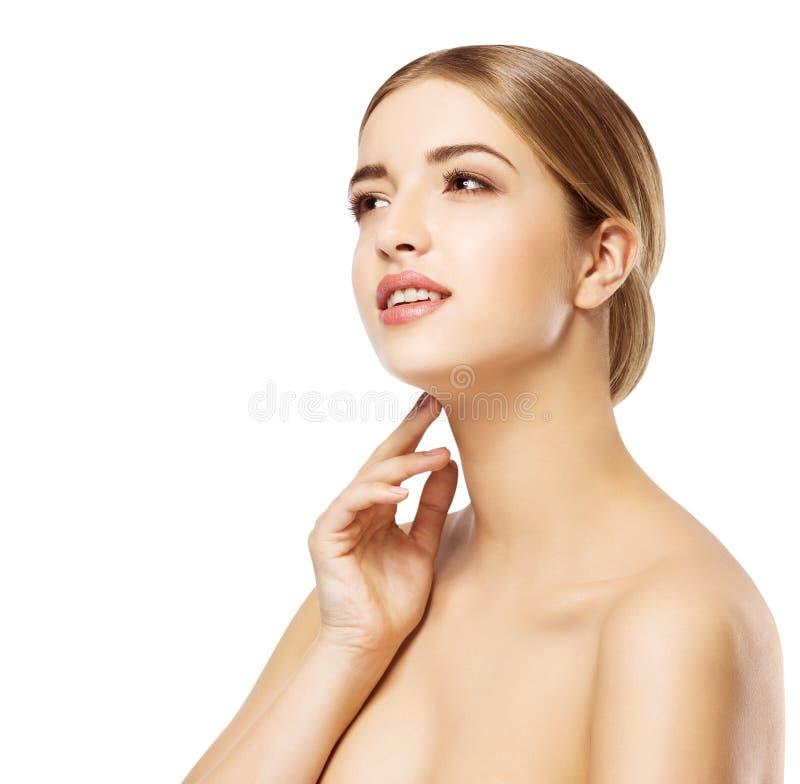 Smink för omsorg för hud för kvinnaframsidaskönhet, härlig flickamakeup arkivbilder