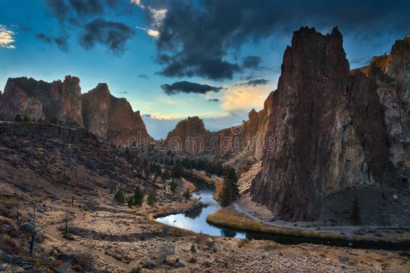 Smith Rock et coucher du soleil photo stock